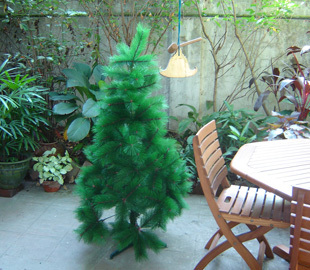 Plastic_christmas_tree